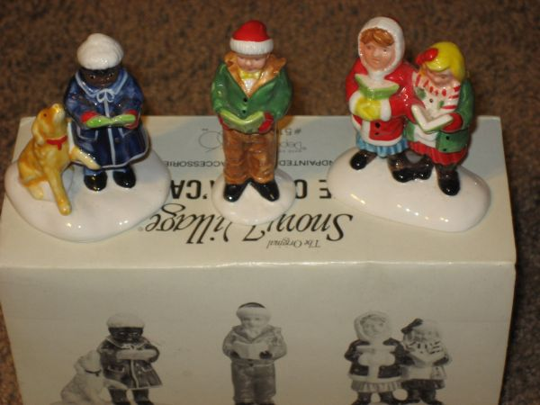 DEPT 56 HERE WE COME ACAROLING SNOW VILLAGE (North Central)