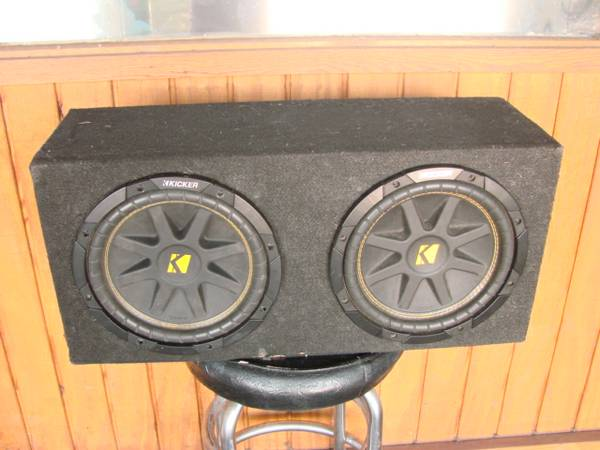 SUBWOOFERS 2 10 KICKER COMPS w sealed Q-Logic Enclosure(truck box) - $145 (San Antonio)