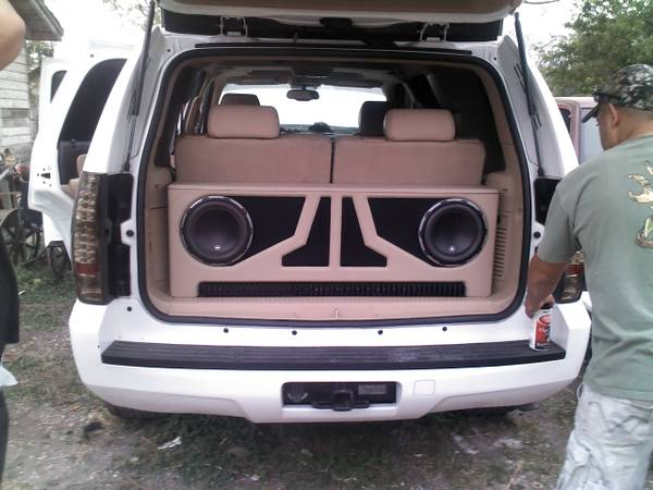 07 and up tahoe,yukon custom 10in sub box for JL w6 $150obo - $150 (sea world)