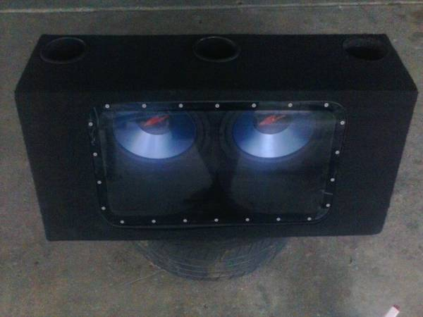 (2) KENWOOD Subs 12 in Bandpass Box - $95 (San Antonio)