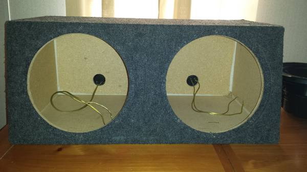 Kenwood 12 inch subs and box - $150 (La Vernia)
