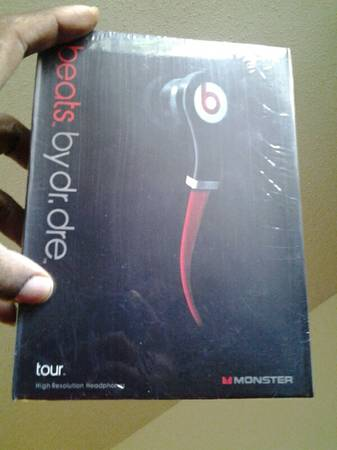 BEATS BY DRE TOUR BRAND NEW - $80 (vance jackson)