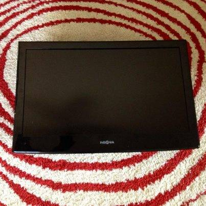 24 Insignia LCD HDTV DVD Combo flat screen TV - $100 (78230)