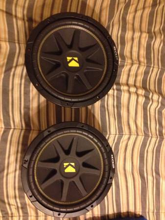 2 12 Kicker Comp subs with 820w Pioneer Amp - $290 (Bandera)