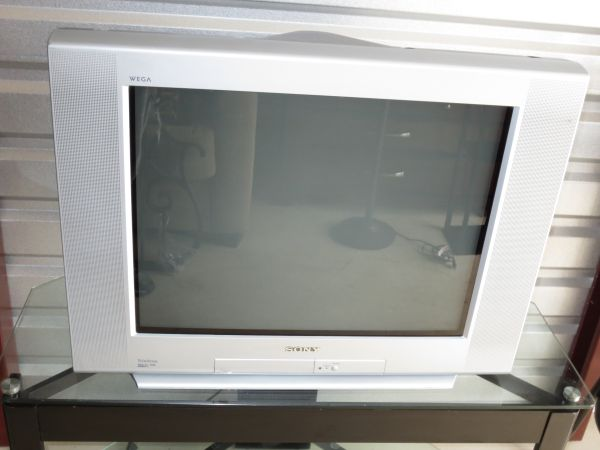 SONY TRINITRON WEGA 27 COLOR TELEVISION TV WITH REMOTE - $20 (bandera rd  1604)