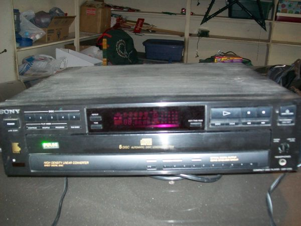 Sony CD 5 disc player - $20 (Windcrest)
