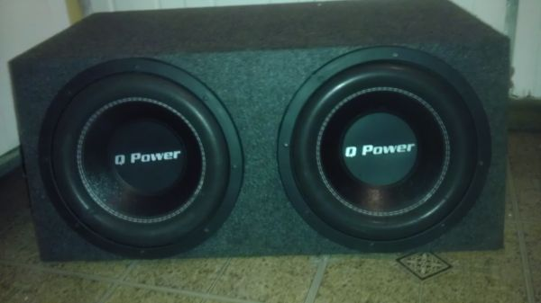 2 12 Q Power subwoofers with box - $120 (San Antonio)