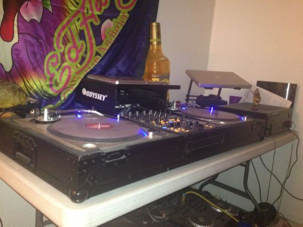 2 custom technic 1200 turntables and flight case - $1100 (North sa)