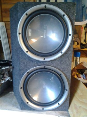 12inch 1200w kenwood speakers with box and 1600 watt Amp (southside)