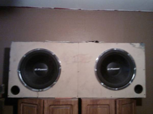 2 15 inch q power subs in box