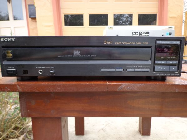 Sony 5 disc cd and Pioneer tape player - $15 (Terrell Hills)