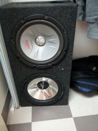 2 12 inch subs in box with kenwood 1000 watt - $90 (Randolph AFB)