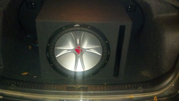 15 inch kicker cvr subwoofer with box - $150 (New Braunfels)