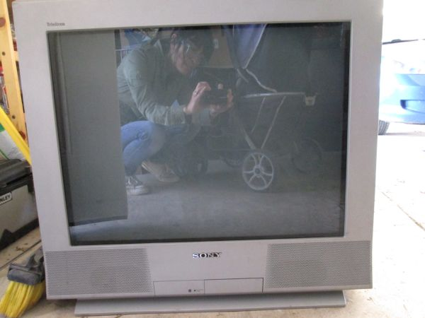 SONY Wega TV 27 - $25 (New Braunfels)