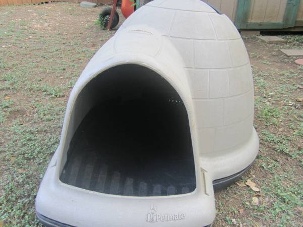 PETMATE INDIGLO IGLOO KENNEL WITH AIR VENT, NEVER BEEN USED (TAUPE) - $175 (UTSA1604 AREA ASK FOR Oscar210-387-1632)