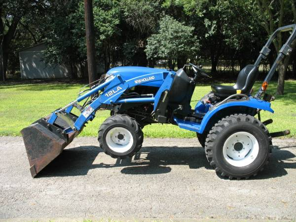 New Holland TC24 4x4 Diesel Tractor with Loader - $9200 (San Marcos)