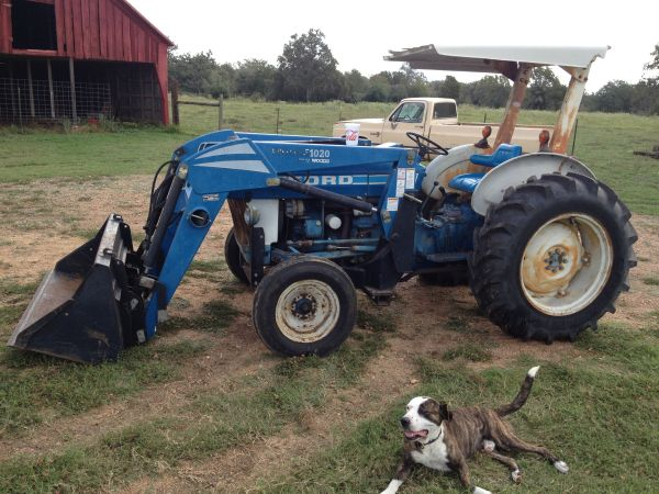 Ford 2310 tractor with loader - $10000 (Hallettsville)