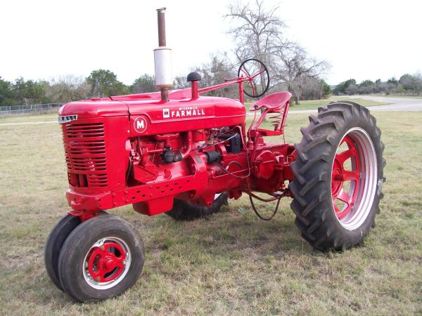 FARMALL M Tractor Runs Great - $3400 (New Braunfels CALL 210-772-6171)