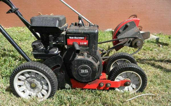 Yard Machine - Gas Edger - 3.5 hp. - Tilt Blade - Easy Start - $60 (SE San Antonio)