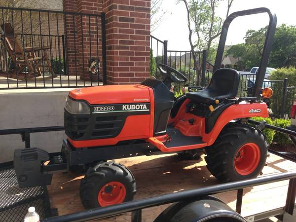 Kubota BX2200 4x4 tractor bush hog - $5995 (San Antonio North)