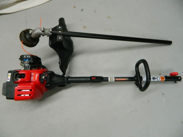 Troy Bilt 4 cycle string trimmer convertible - $120 (Blanco 410)