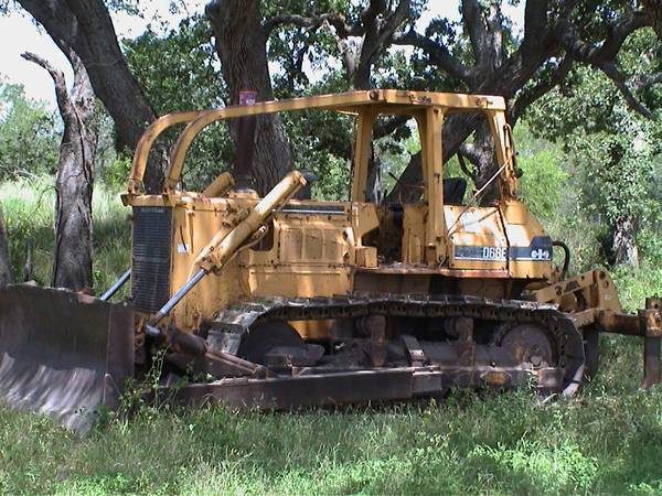 Kumatsu D68E, triple rippers, farm sale - $39500 (Seguin, TX)