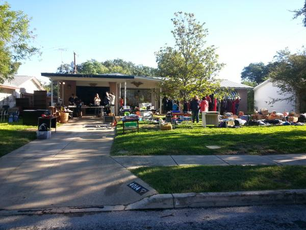 Huge Yard Sale NOW MULTI FAMILY, AMAZING ITEMS - $1 (Ingram area)