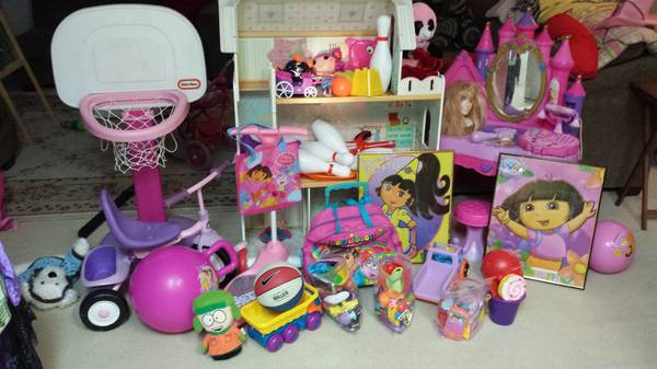 Barbie Vanity, Step 2 Basketball goal, Playhouse and Much More - $1 (Converse Area FM 78)