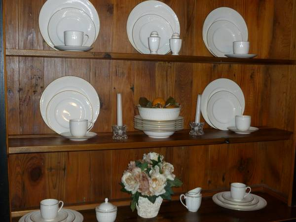 Mikasa Empire Gold China Set (Timberwood Park) - $600 (Timberwood Park)