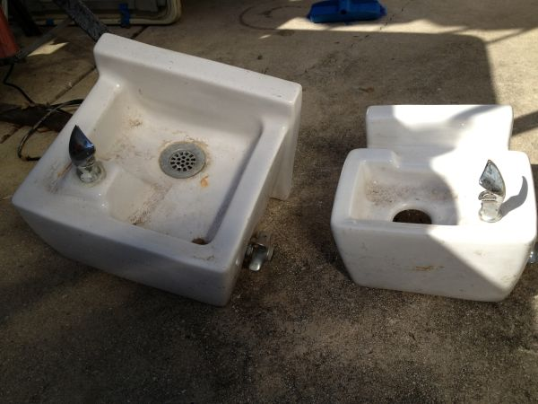 Drinking fountains wall mounted - $15 (San Antonio)