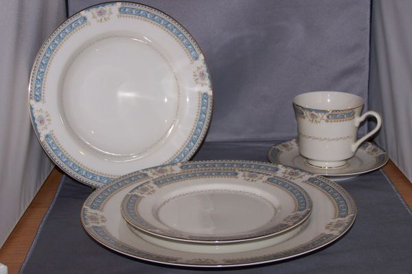 MIKASA China 42 piece set - $150 (Gruene,Texas)