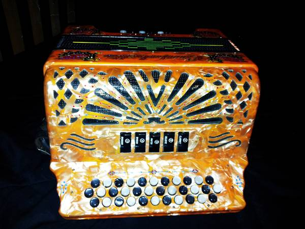 ACCORDION CANTABELLA 5 SWITCH IN G SOL MAYOR GOTTA SEE - $1800 (COTULLA TX)