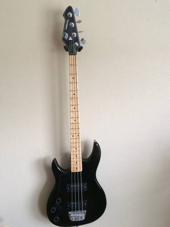 PEAVEY FOUNDATION BASS GUITAR--LEFT HANDED - $150 (HONDO, TX)
