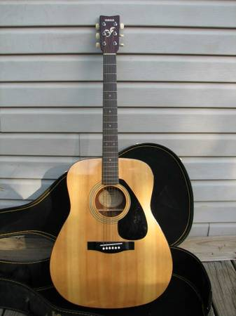 YAMAHA FG400A ACOUSTIC GUITAR...200.00 OBO (PIPE CREEK TX)
