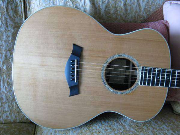 Taylor GA7 acoustic guitar, MINT, PRICE REDUCED - $1500 (Central)