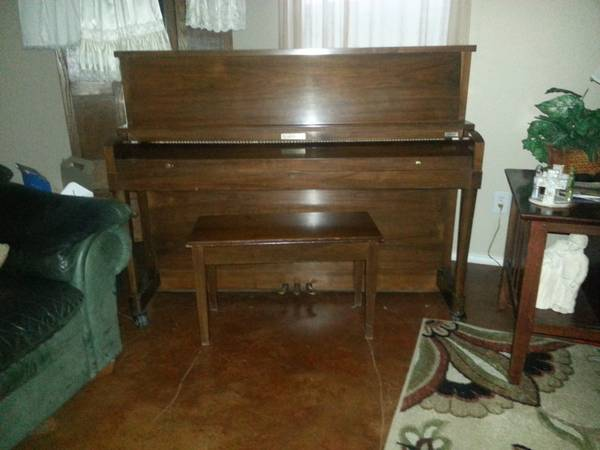 Baldwin Studio Piano - $1200 (UTSA)