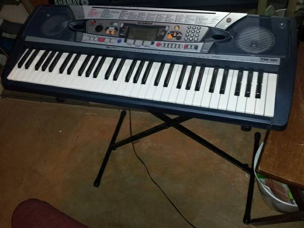 yamaha psr 280 keyboard with stand for sale. Black Bedroom Furniture Sets. Home Design Ideas