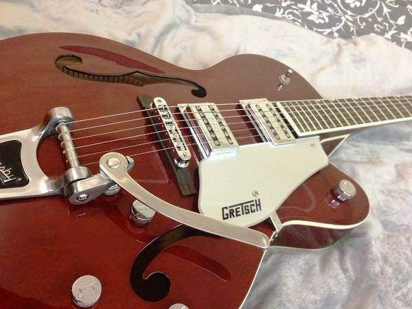 mint GRETSCH G5120 Walnut Electromatic G5120 w TKL Guitar Hard Case - $550 (north austin)