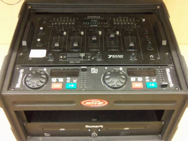 RADIO SHACK 3CHANNEL STEREO SOUND MIXER AND A NUMARK CDN25 EQUALIZER - $250 (DEZAVALA RD)