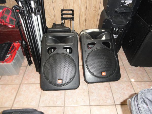 JBL EON 1500 15 2-WAY SPEAKERS O.B.O - $450 (NORTH SAN ANTONIO)