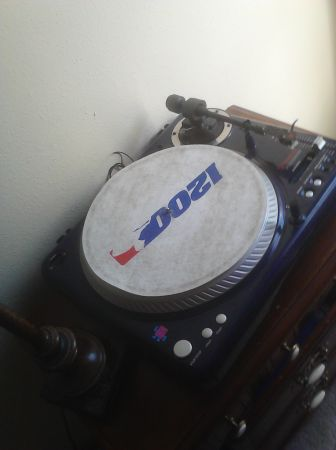 Vestax turntables and mixer - $1 (sa)