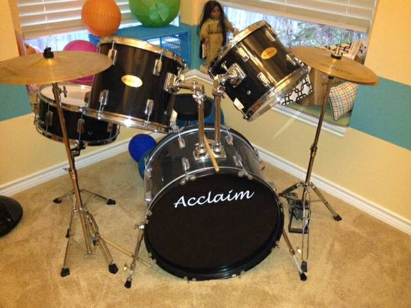 Drum Set. 5 Piece Acclaim (black) - $150 (bulverde rd.1604 )