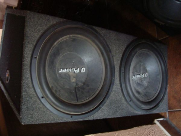 15 inch Q Power Deluxe Series Subwoofer with custom made box. - $135 (SOUTH)