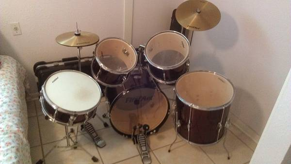 Drum Set - Like NEW - $400 (near UTSA)