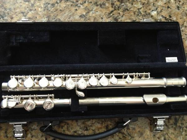 Yamaha YFL-221 Student Flute Silver-plated Excellent Condition - $450 (Helotes)