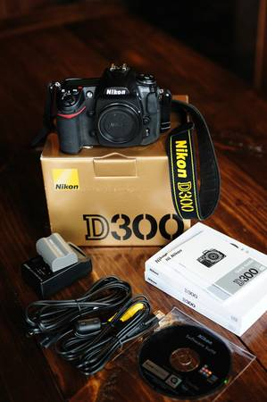 Nikon D300 w battery, cables, charger - $625 (Stone Oak)