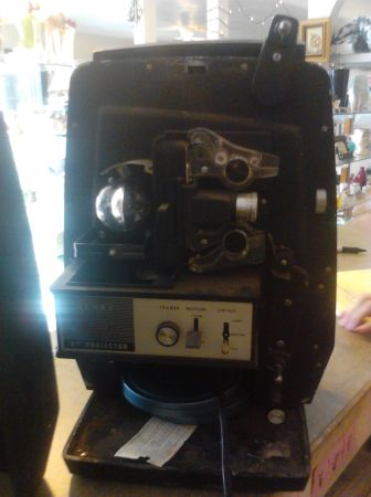 1963 Sears Auto 8mm Film PROJECTOR ((( WORKS GREAT) )) - $75 (Near Ft. Sam)