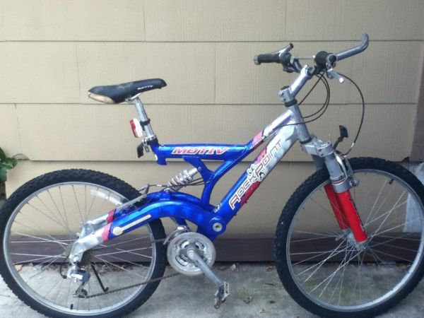 Motiv Mountain Bike  - $30 (Balcones Heights )