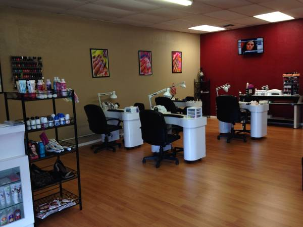 Now Hiring Licensed Manicurst Hair Stylist (San Antonio )