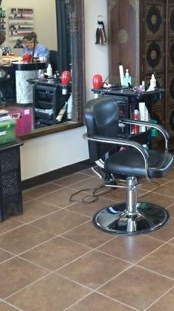 Hair station for rent (8311 Broadway)